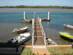 On The River Holiday Apartments - Australia Accommodation