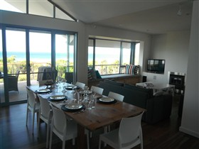 Cassini Beach House - Australia Accommodation