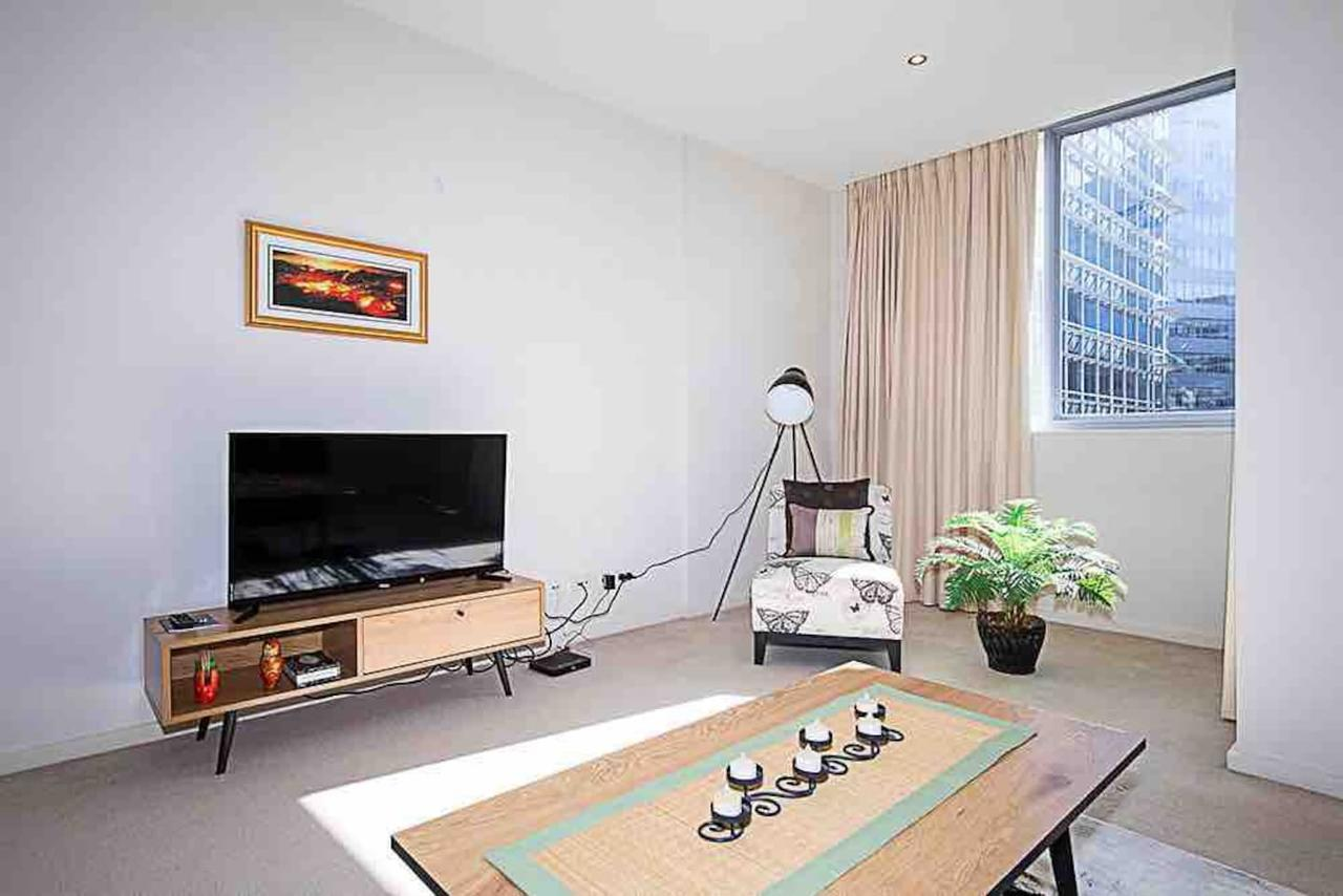 Spacious 1BR Stylish New Acton Apartment Parking - Australia Accommodation