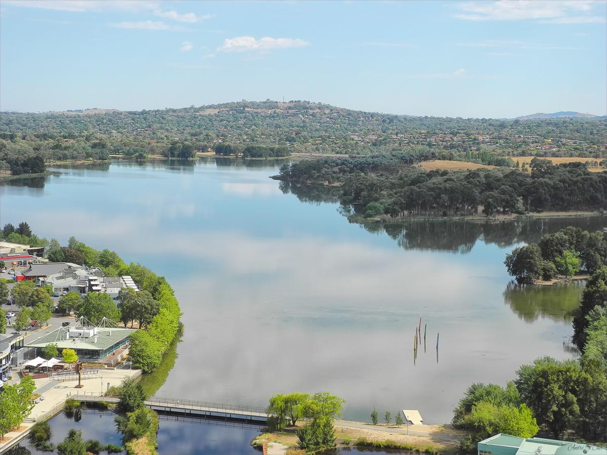 3BR Executive Apartment with Lake and Mountain views - Australia Accommodation