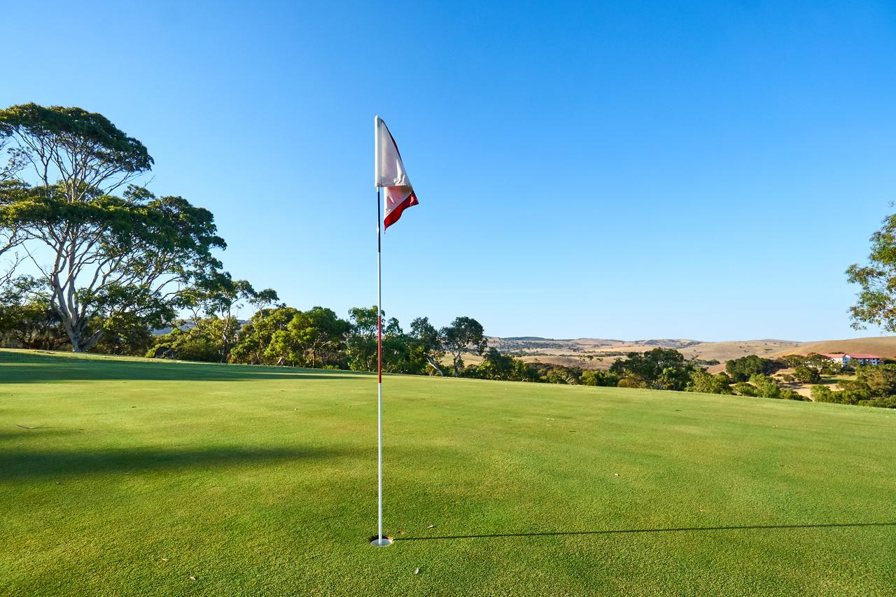 New Terry Hotel  Golf Resort - Australia Accommodation
