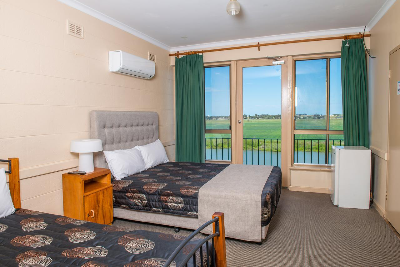 Tailem Bend Riverside Hotel - Australia Accommodation