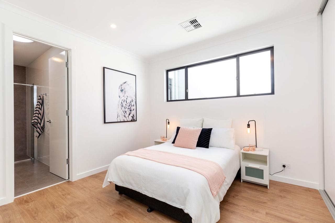 Brand new affordable luxury 3 bedroom 3 bathrooms house close to Adelaide city Chinatown beach Adelaide Airport - Australia Accommodation