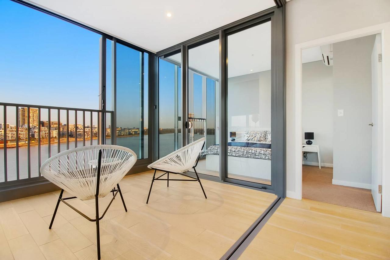 Brand New 3 Bedrooms Apt with Waterfront View - Australia Accommodation