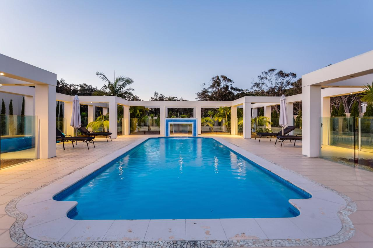 One Mile Mansion - Private Coastal Retreat FREE FAMILY ADVENTURE PASS - Australia Accommodation