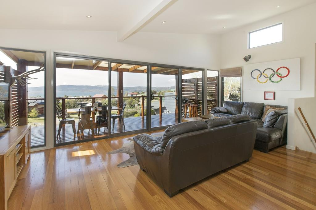 Ned Kelly's Retreat - Sophisticated Style With Modern Convenience And Magical Outlook - Australia Accommodation