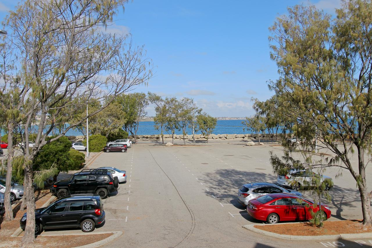 Hillarys Marina Apartment - Australia Accommodation
