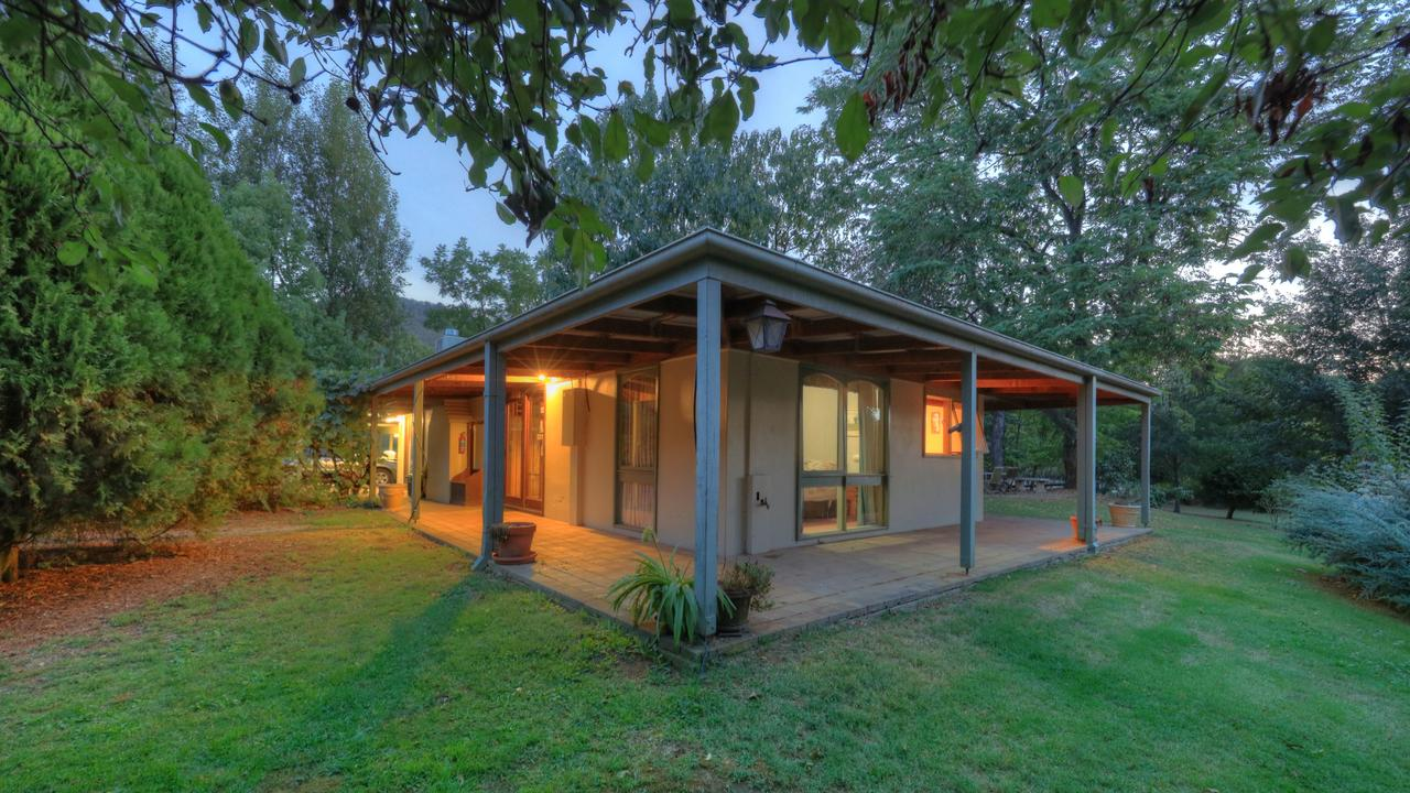 Aspens Springs Farmstay - Australia Accommodation