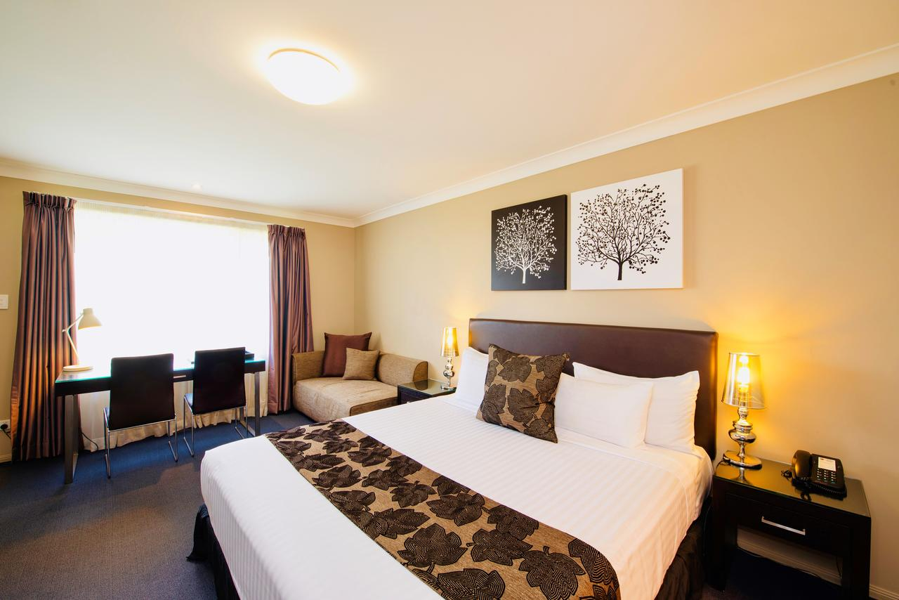 Best Western Plus Ambassador On Ruthven Motor Inn - Australia Accommodation
