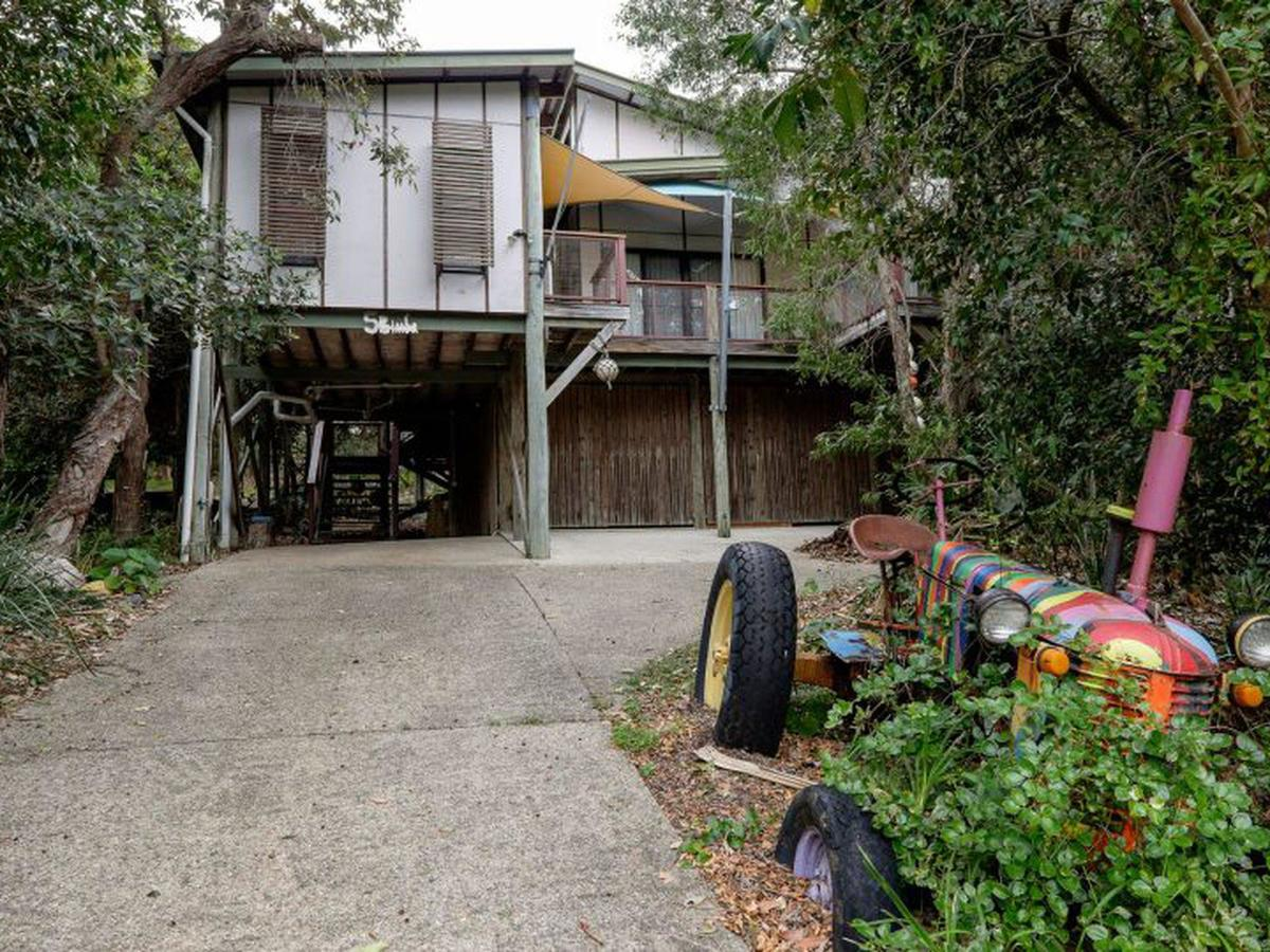 Five Bimba Tractor House - Australia Accommodation