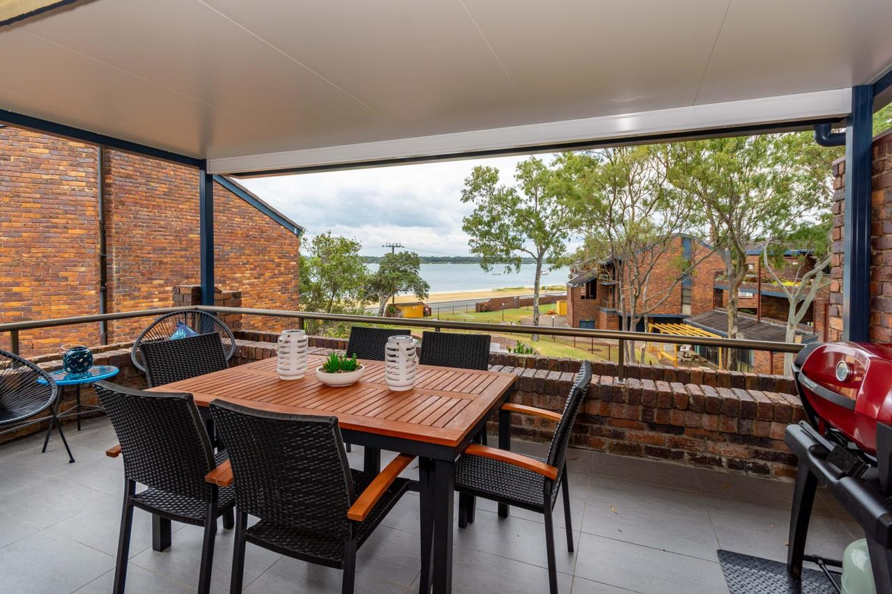 Spacious Family unit with Incredible views. - Australia Accommodation